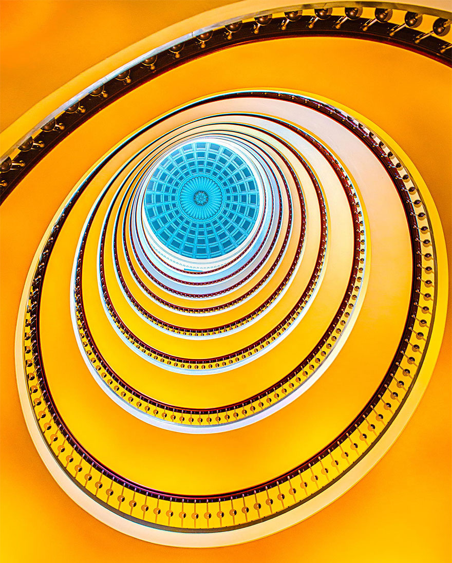 30 Absolutely Mesmerizing Spiral Staircase Designs From Around The World-6