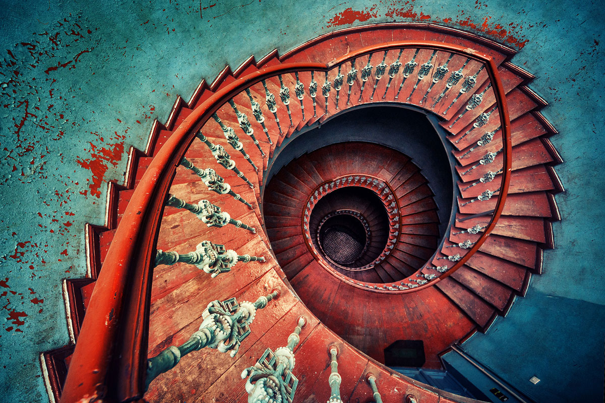 30 Absolutely Mesmerizing Spiral Staircase Designs From Around The World-8