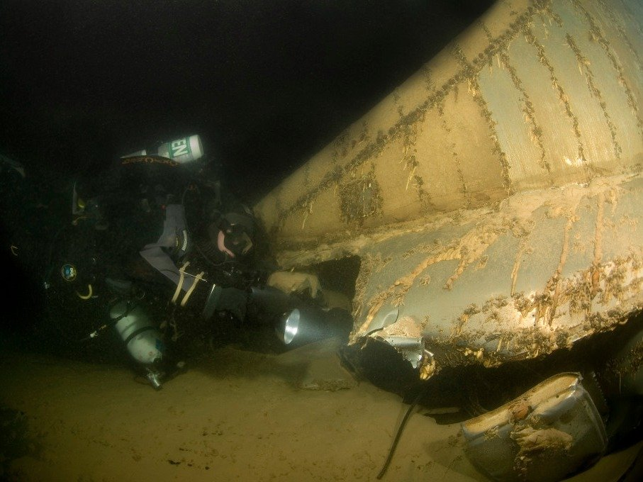 Amazing Pictures of World War 2 Bomber At Bottom Of Nevada Lake-6