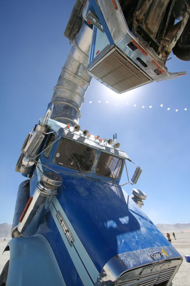 Big Rig Jig: This Monsterous Sculpture Is Made From Two Old Tanker Trucks-2