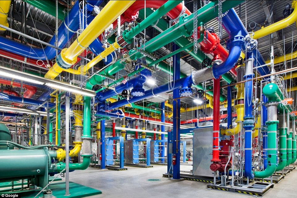 Google Gives A Rare Glimpse Into Its Gigantic Network Infrasture Used To Provide Its Various Services-4
