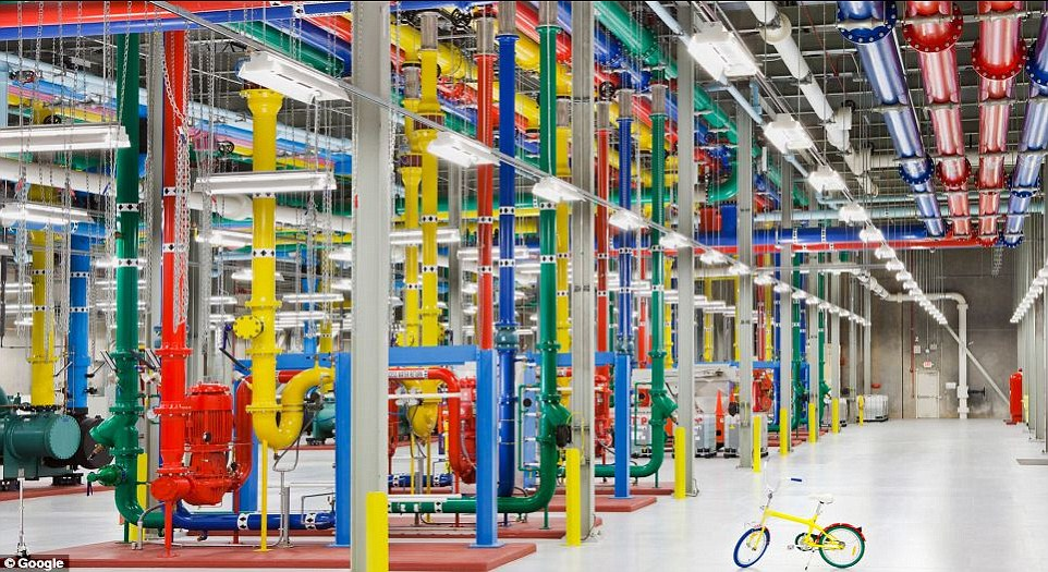 Google Gives A Rare Glimpse Into Its Gigantic Network Infrasture Used To Provide Its Various Services-7