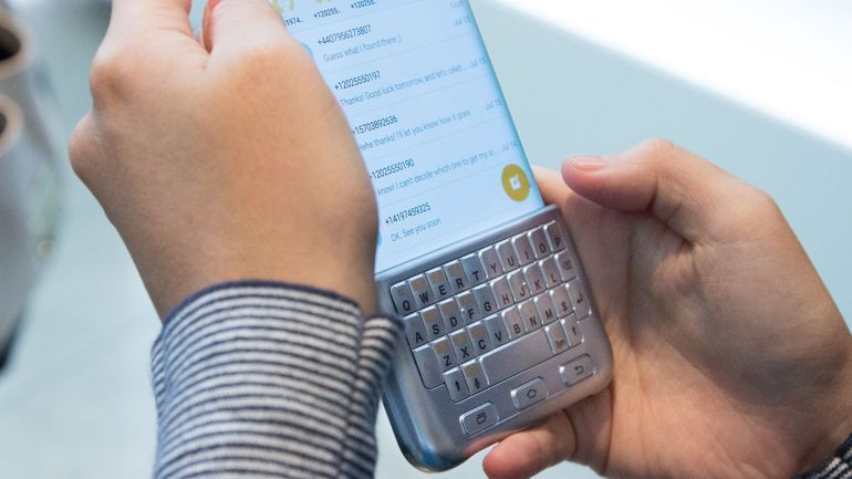 Hands-on Review Of Samsung's Blackberry Like Qwerty Keyboard-