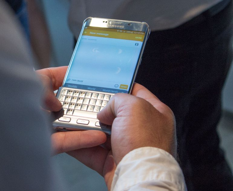 Hands-on Review Of Samsung's Blackberry Like Qwerty Keyboard-1