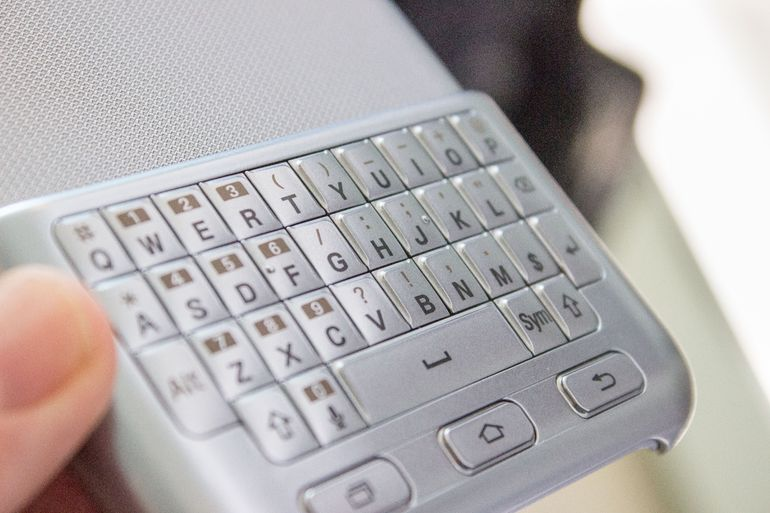 Hands-on Review Of Samsung's Blackberry Like Qwerty Keyboard-4