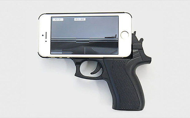 Police Uses Rifles And Tasers To Approach A Man With iPhone Gun case-