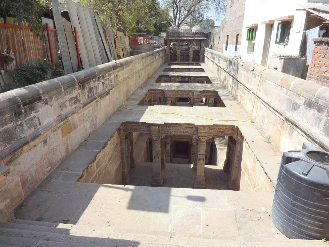 Admire These 2000 Year Old Somptous Buildings In India Destined To Disappear-27