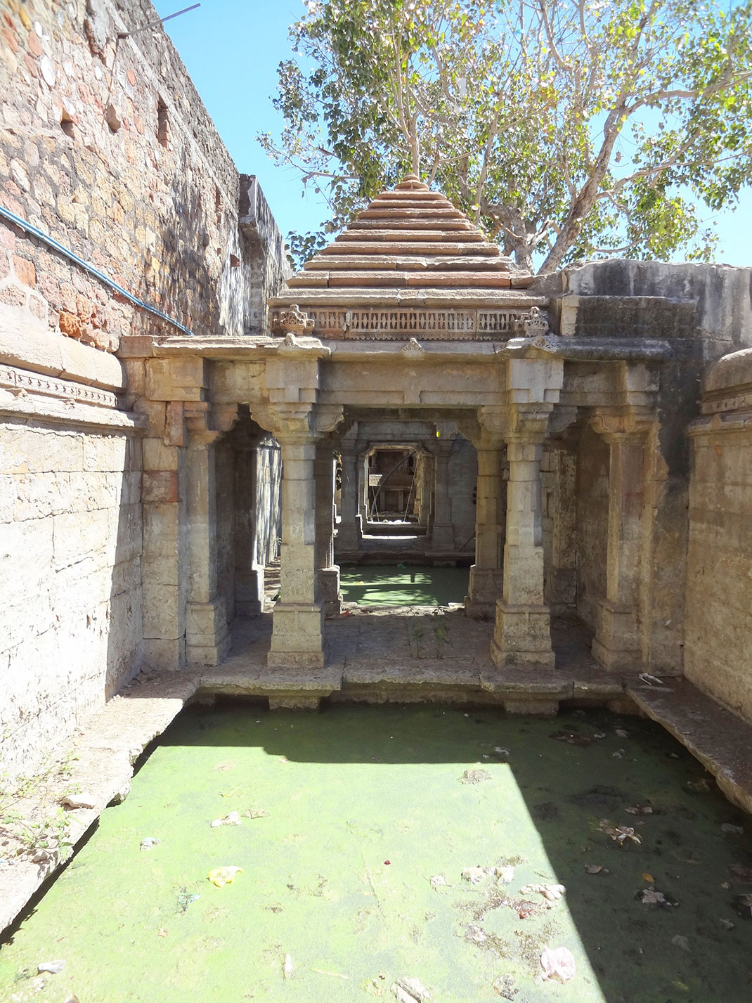 Admire These 2000 Year Old Somptous Buildings In India Destined To Disappear-34