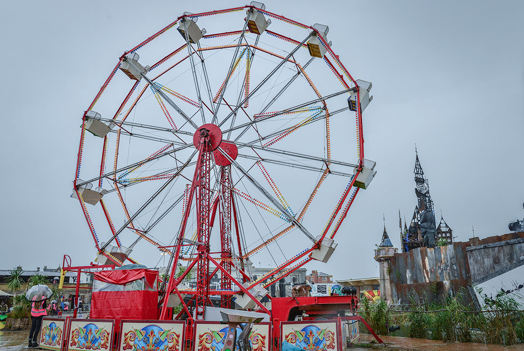 Dismaland- A Disneyland Like Park That Mocks The Decadence Of Our Society-24