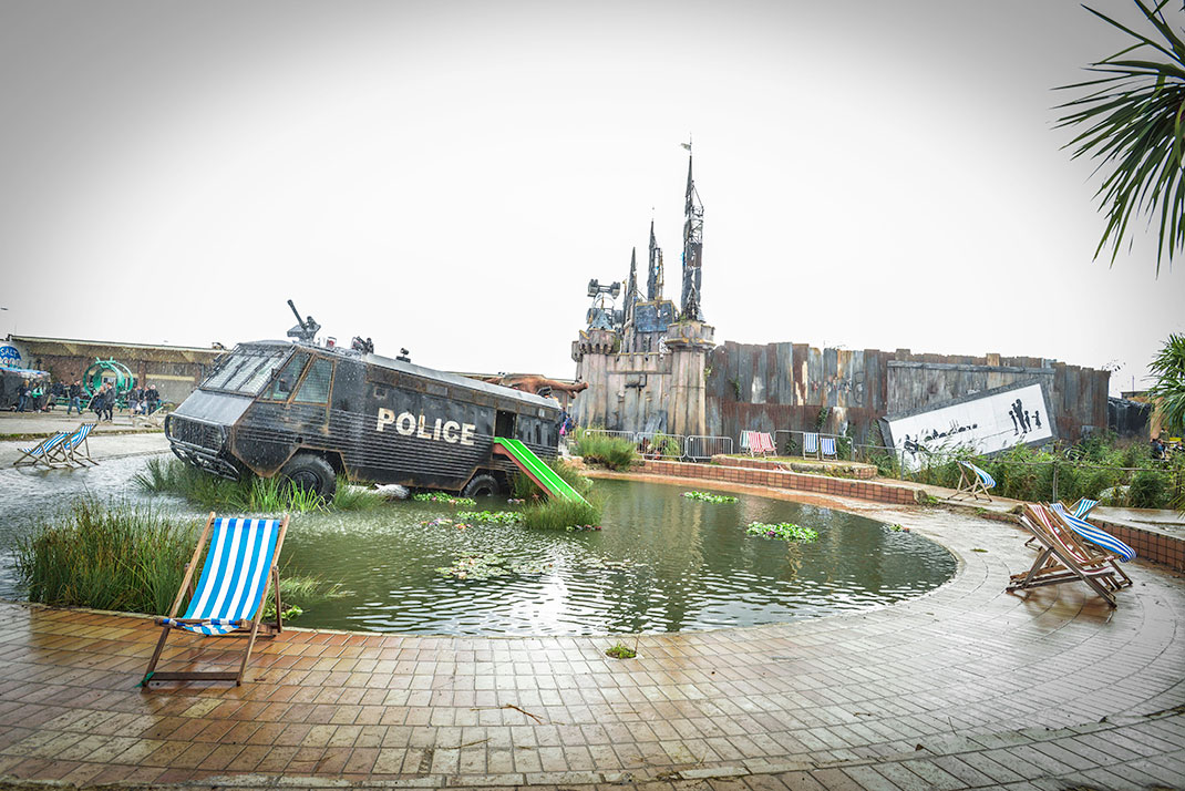Dismaland- A Disneyland Like Park That Mocks The Decadence Of Our Society-9