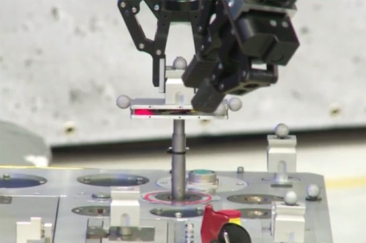 For The First Time An Astonaut On ISS Controls A High Precision Rover On Earth-4