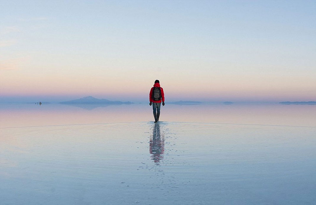 The Incredible Beauty of Salt Desert Transformed Into Gigantic Mirror-
