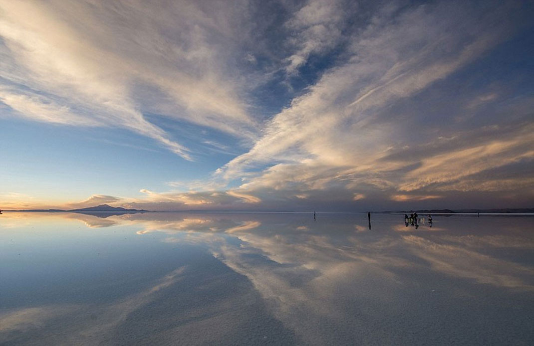 The Incredible Beauty of Salt Desert Transformed Into Gigantic Mirror-10