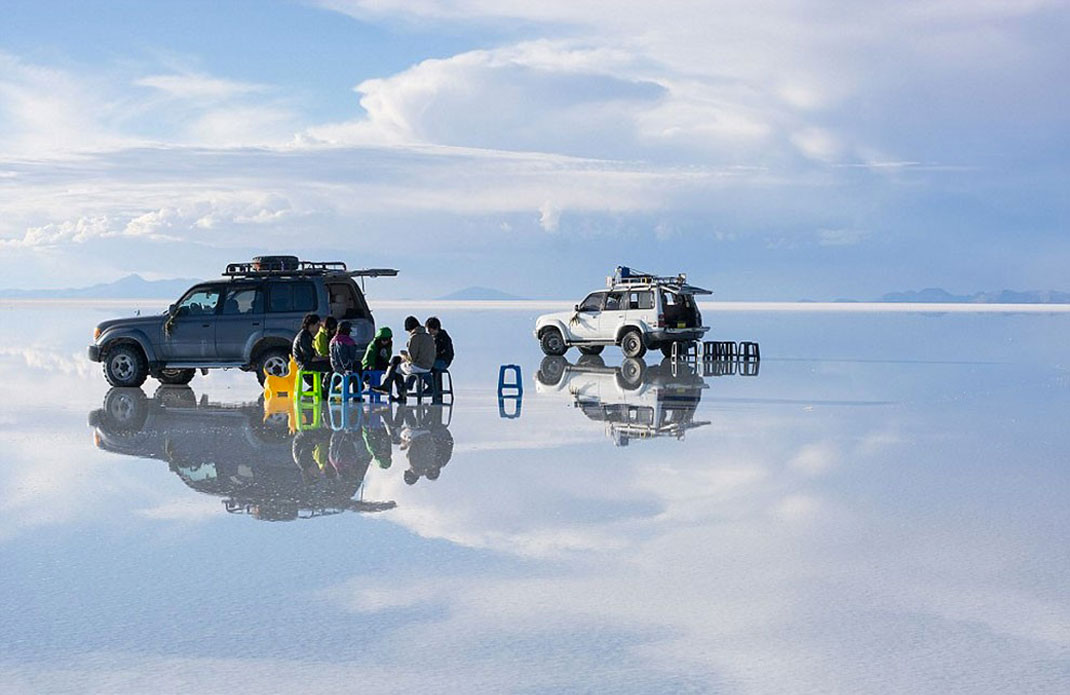 The Incredible Beauty of Salt Desert Transformed Into Gigantic Mirror-13