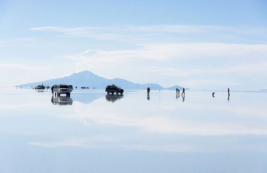 The Incredible Beauty of Salt Desert Transformed Into Gigantic Mirror-16