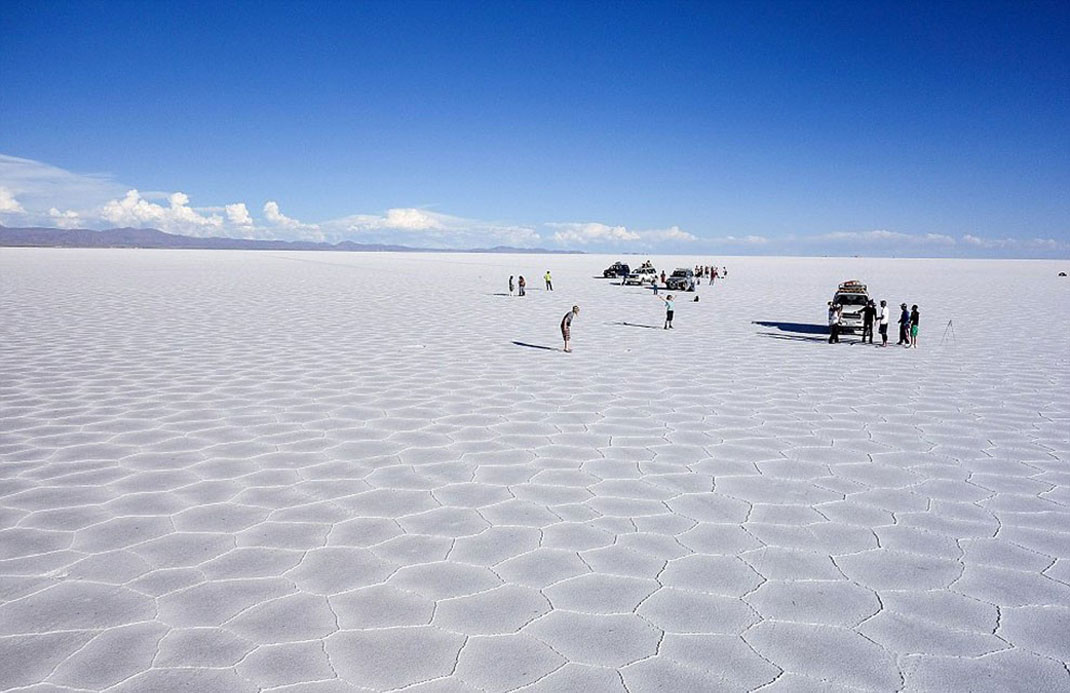 The Incredible Beauty of Salt Desert Transformed Into Gigantic Mirror-22