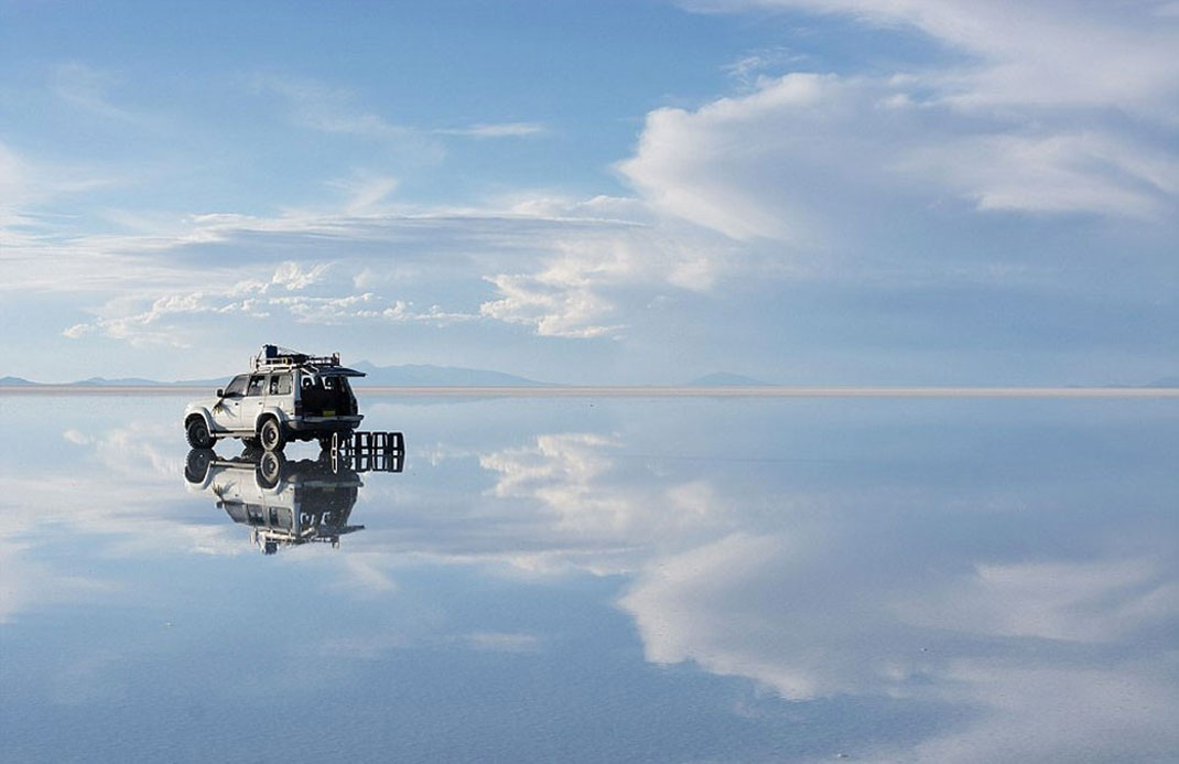 The Incredible Beauty of Salt Desert Transformed Into Gigantic Mirror-6