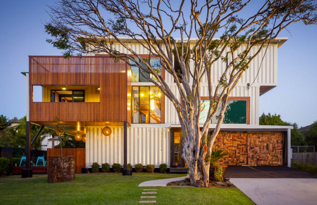 It took no less than 31 containers for Ziegler Build to build this incredible houses in Australia: