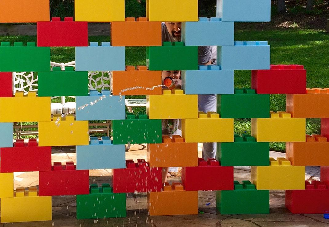 Use these giant lego bricks to build human size furniture for Lego giganti arredamento