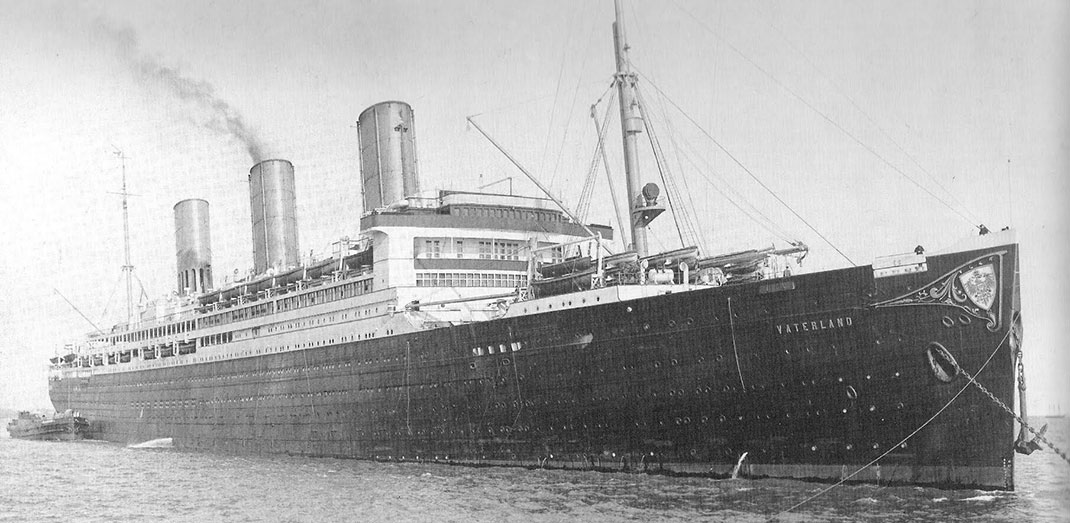 28 Giant Ships Which Surpass Titanic For A Small Pleasure Boat-5