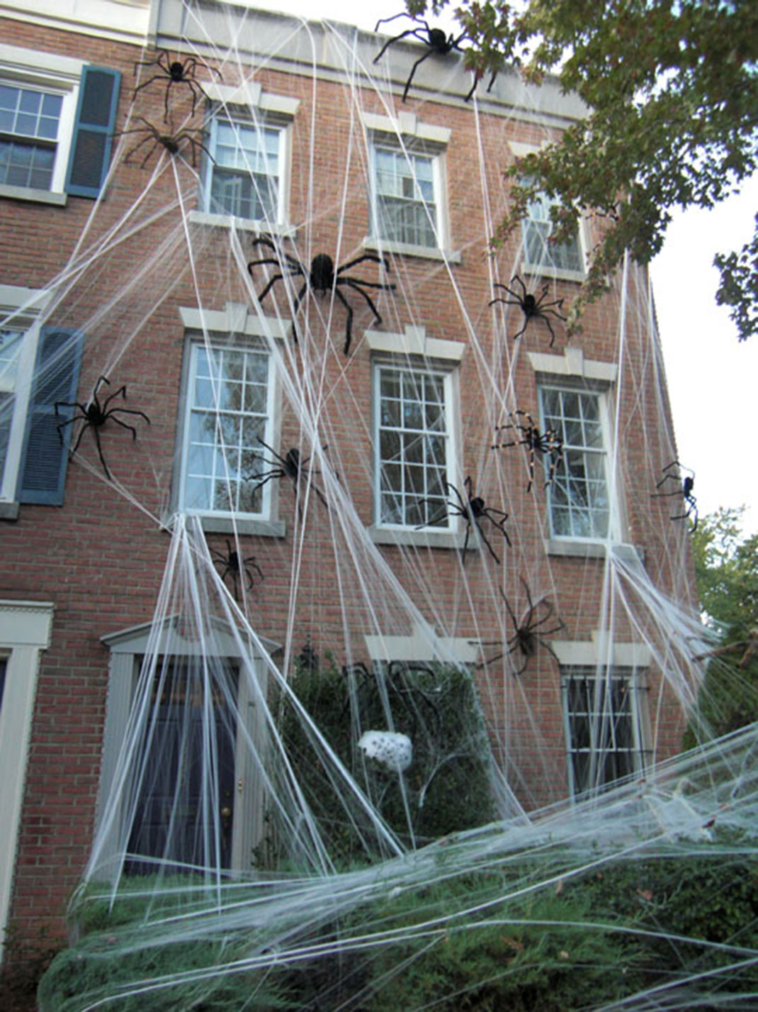 These Halloween Decorations Convert Homes Into Real Horror Meuseums-11