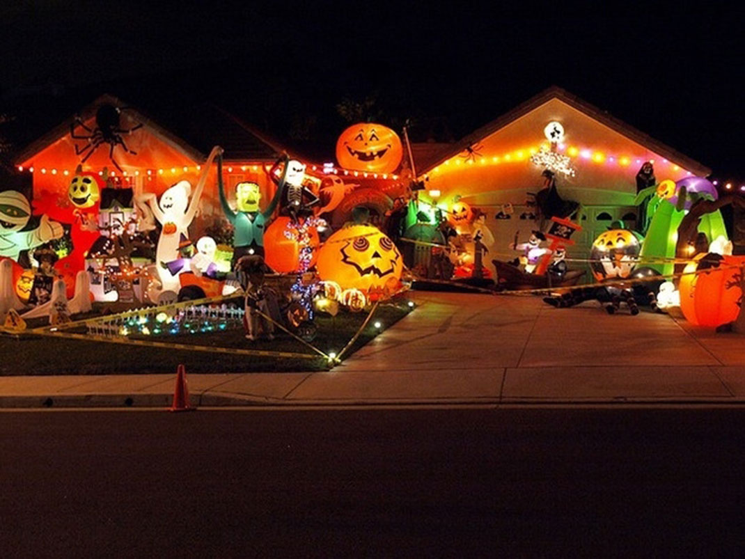 These Halloween Decorations Convert Homes Into Real Horror Meuseums-16