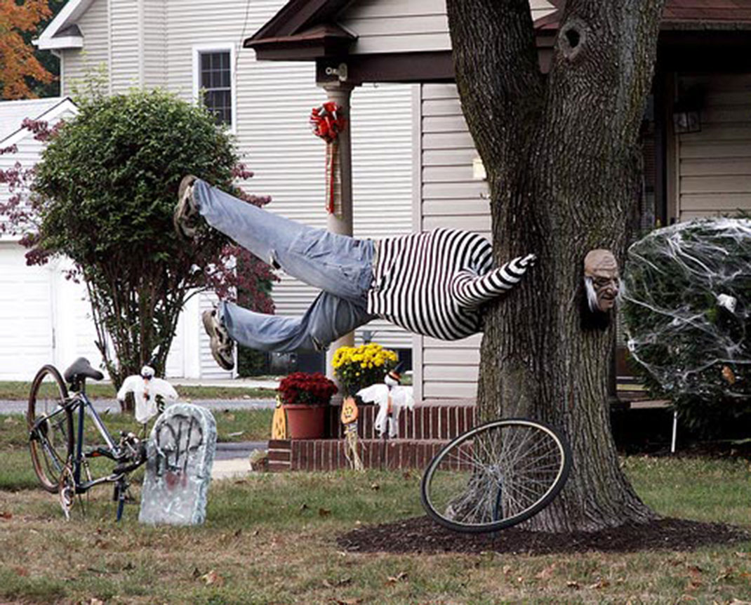 These Halloween Decorations Convert Homes Into Real Horror Meuseums-17