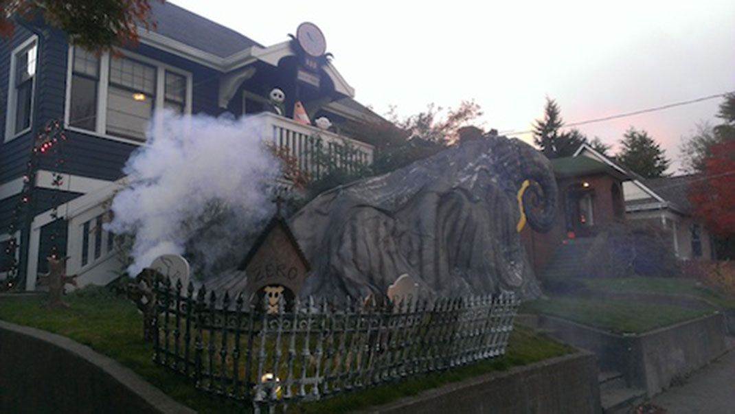 These Halloween Decorations Convert Homes Into Real Horror Meuseums-25