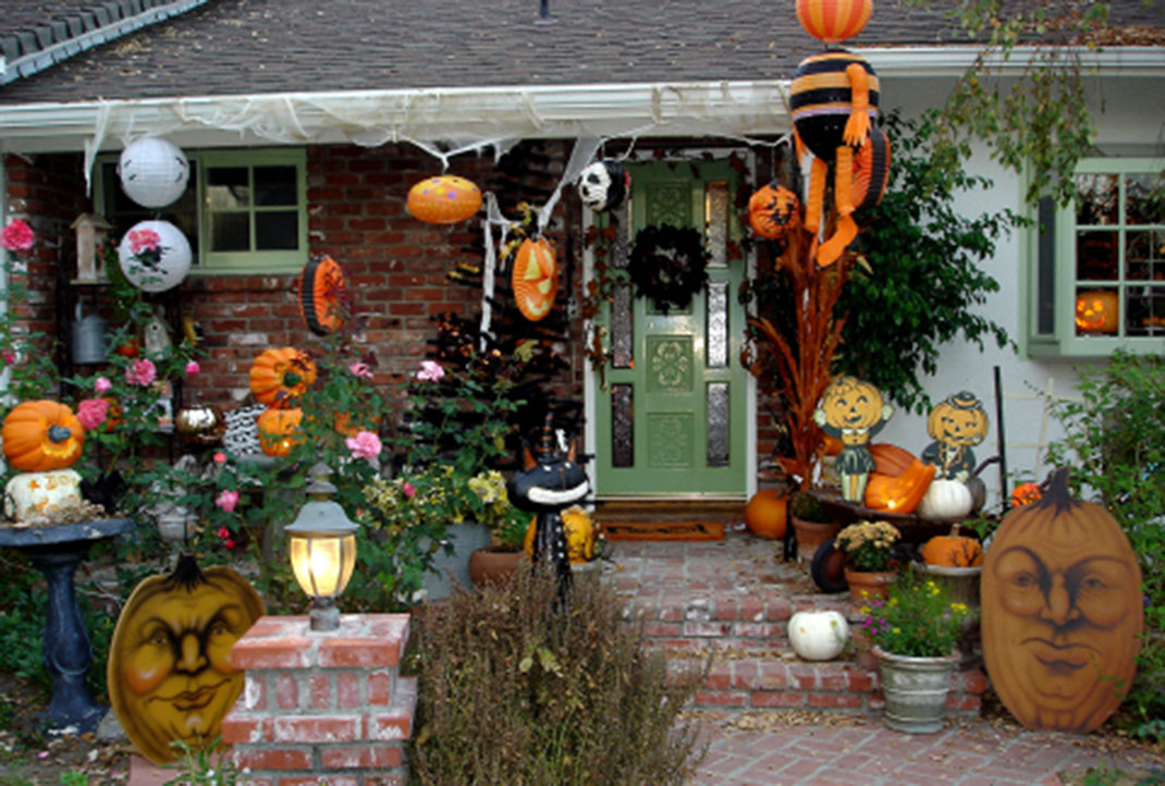 these halloween decorations convert homes - Homes Decorated For Halloween