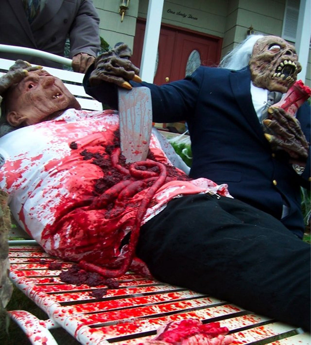 These Halloween Decorations Convert Homes Into Real Horror Meuseums-33