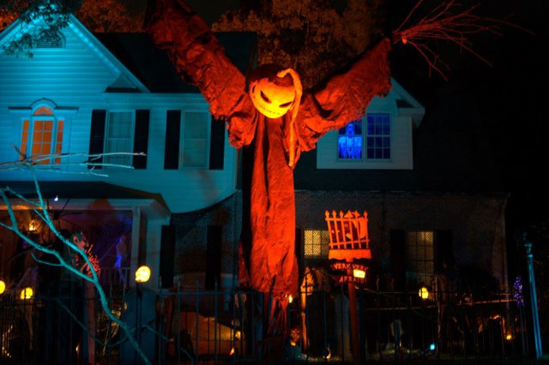 These Halloween Decorations Convert Homes Into Real Horror Meuseums-34