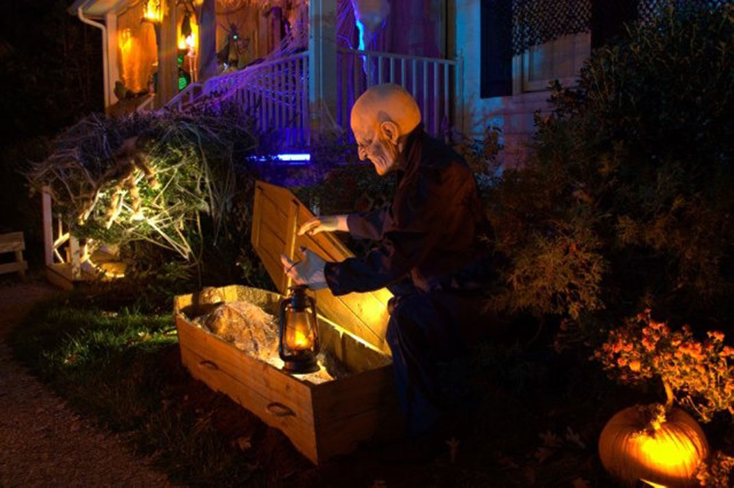 Lookup A Number >> 45 Halloween Decorations That Convert Homes Into Real Horror Meuseums