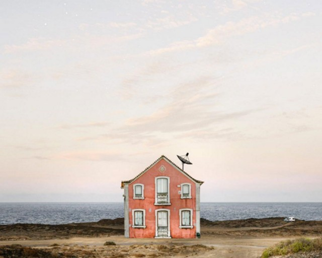 26 Lonely Houses Around The World That Are A Small Paradise--12