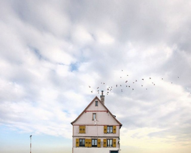 26 Lonely Houses Around The World That Are A Small Paradise--15