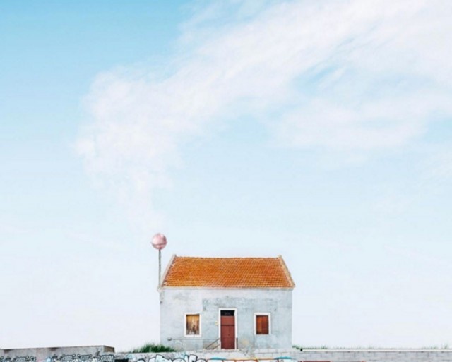 26 Lonely Houses Around The World That Are A Small Paradise--3