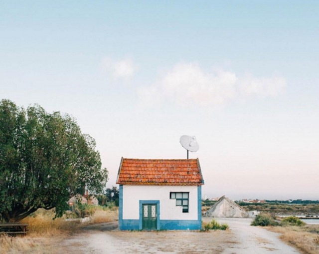 26 Lonely Houses Around The World That Are A Small Paradise--6
