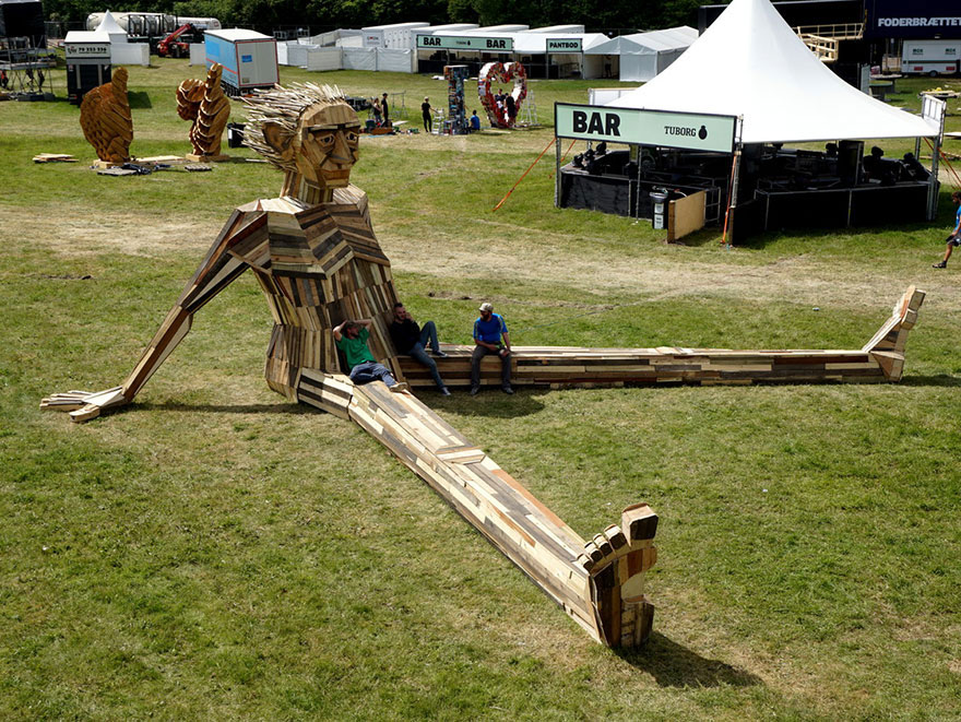 Gigantic Wooden Sculptures Made Using Simple Wood Debris 1
