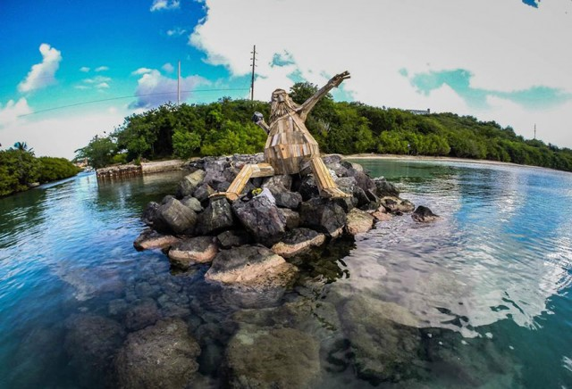 Gigantic Wooden Sculptures Made Using Simple Wood Debris--13