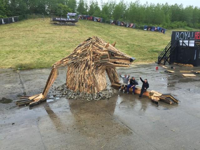 Gigantic Wooden Sculptures Made Using Simple Wood Debris-