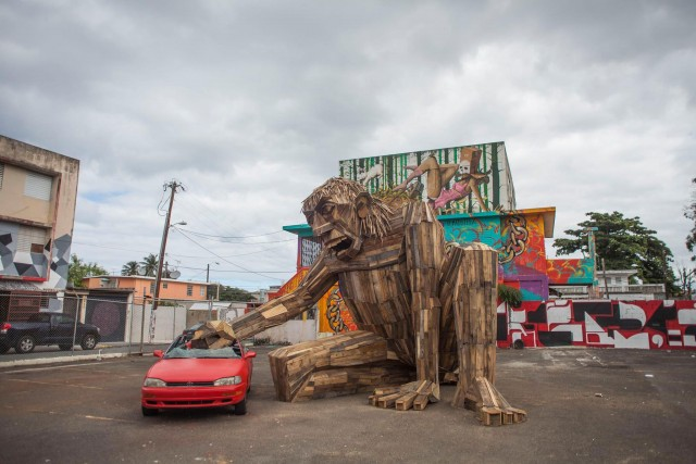 Gigantic Wooden Sculptures Made Using Simple Wood Debris--7