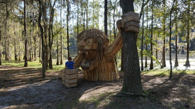 Gigantic Wooden Sculptures Made Using Simple Wood Debris--9