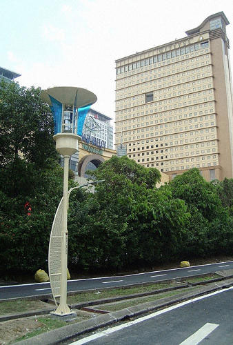revolutionary streetlights to kill mosquitoes, recharge phones and alert in case of flooding--2