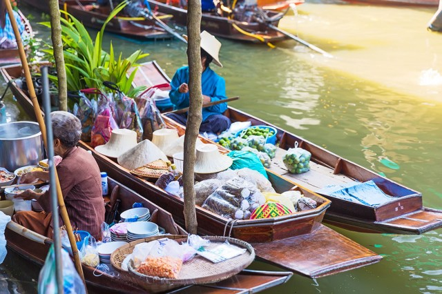 Damnoen Saduak-This Floating market Is A Symbol Of Traditional Thai Culture--2