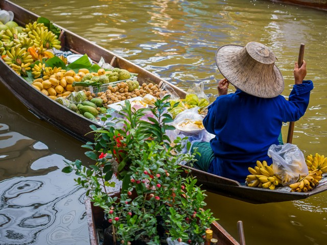 Damnoen Saduak-This Floating market Is A Symbol Of Traditional Thai Culture--4