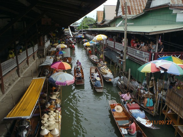 Damnoen Saduak-This Floating market Is A Symbol Of Traditional Thai Culture-