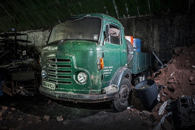 Explore The Mysterious Cemetery Of Abandoned Cars In The Depths Of Liverpool--4