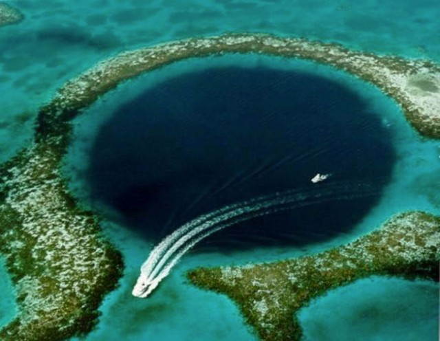 Great Blue Hole-This Vast Oceanic Trench That Attracts Divers From Around The World--3