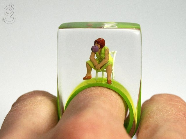 Isabell Manufactures Adorable Rings That Contain Small Scenes Of Everyday Life--11