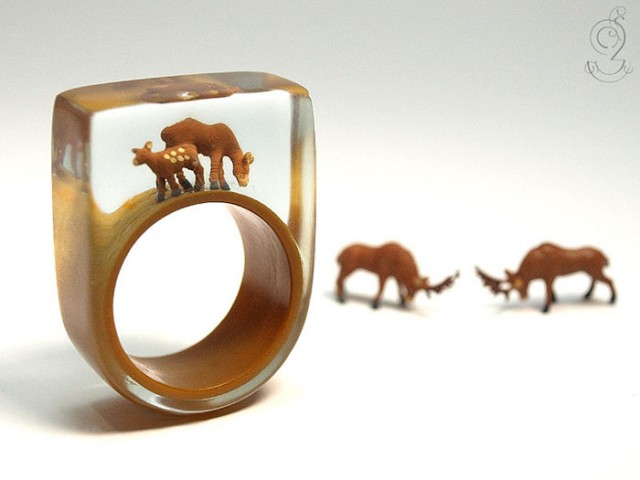 Isabell Manufactures Adorable Rings That Contain Small Scenes Of Everyday Life--8