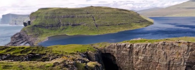 This Lake Seems To Overlook The Faroe Islands In Arctic Ocean ...But This Is Due To An Incredible Optical Illusion!--1